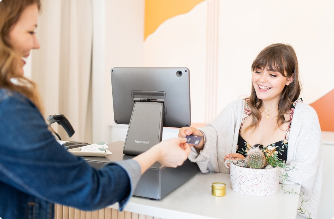 A customer handing out her credit card at a retail store